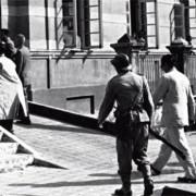 Imagem retrata a Assembleia Legislativa de Alagoas, em 1957, antes do tiroteio que resultou em um morto e oito feridos (Acervo fotográfico de João Marcos Carvalho)