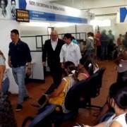 As pessoas que precisarem dos serviços, devem se dirigir à Central Já! das 8h ao meio-dia  (Foto: Davi Salsa)
