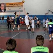 Estudantes mostraram muita garra durante terceiro dia do Jeal, que teve como destaque o basquetebol (Foto: Neno Canuto)