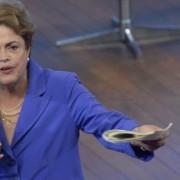 É preciso usar internet a favor do debate, diz Dilma, defendendo a participação popular (Wilson Dias/Agência Brasil)