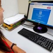 Para fazer o cadastro online do Sine, o interessado deve acessar o Facebook da pasta e preencher o cadastro com as informações solicitadas (Foto: Agência Alagoas)