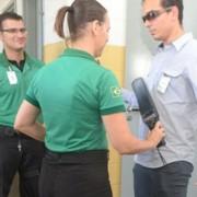 Funcionários durante revista no Presídio do Agreste, que já é considerado modelo de gestão no país