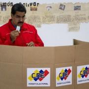 Maduro votou no meio da tarde de domingo