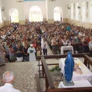 Centenas de pessoas compareceram ao velório do Padre (Foto Edson Silva)