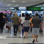 Shopping no centro de Brasília tem movimento intenso no último fim de semana antes do Natal (Foto:Valter Campanato)