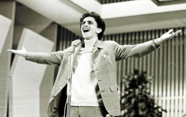 Caetano Veloso, um dos artistas que tiveram sua carreira impulsionada com os festivais de música. Divulgação
