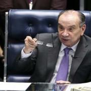 O senador Aloysio Nunes preside sessão extraordinária para votar medidas provisórias (Foto: Marcelo Camargo/Agência Brasil)