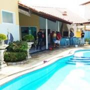Casa alugada em condomínio de luxo em João Pessoa funcionava como ponto de operações da quadrilha (Foto: Lucas Sá/DDF João Pessoa)