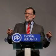 Premiê espanhol, Mariano Rajoy, dá entrevista coletiva em Madrid, nesta segunda-feira (22) (Foto: Sergio Perez/ Reuters)