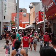 Comércio de Maceió funciona das 9h às 14h neste feriado (Foto: Michelle Farias/G1)
