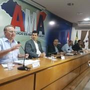 Na reunião com prefeitos nesta segunda na AMA, Renan se colocou à disposição para ajudar na defesa da pauta municipalista