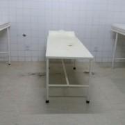 Macas antigas, com pontos de ferrugem, aguardam os pacientes – que têm dinheiro – em uma sala precária do Santa Rita (Foto: Divulgação)