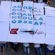 Vestidos com camisas que traziam o tema da campanha mundial World Marrow Donor Day, os estudantes levantaram aplausos da plateia, após apresentarem uma coreografia onde exibiam placas adesivas que formam a frase: que tal ser doador de medula óssea? Olival Santos