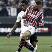 O São Paulo recebe o Corinthians no Morumbi neste domingo e, se vencer, pode pular até para o 12° lugar Foto: Miguel SCHINCARIOL/As Imagens / LANCE!
