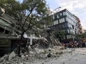 Equipes de resgate trabalham nas buscas por sobreviventes em prédio que desabou na cidade do México após terremoto Foto: Reuters