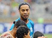 Ronaldinho Gaúcho deve disputar Senado com apoio de Bolsonaro (foto: EPA)