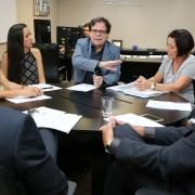 Desembargador Tutmés Airan conduziu reunião em seu gabinete. Fotos: Caio Loureiro.