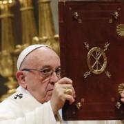 Em 1ª missa, Papa pede que todos tenham 'coração de mãe' (foto: ANSA)