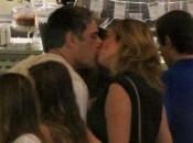 William Bonner e Natasha Dantas trocam beijos em ida ao cinema no Shopping da Gávea, na zona sul do Rio de Janeiro, na noite deste domingo, 18 de fevereiro de 2018 Foto: AGNews / PurePeople