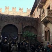 S.Valentino: turisti in coda a Verona alla Casa di Giulietta (foto: ANSA)