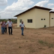 Gestores durante visita à unidade que vai atender os municípios do Alto Sertão no beneficiamento de carnes em ovinocaprinocultura. Ronaldo Lima
