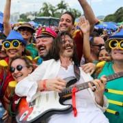 A Banda do Pimenta empolga a multidão com a mistura de guitarras e percussõesFernando Maia/RioTur/Divulgação