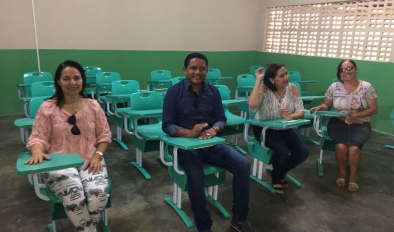 Escolas da rede municipal de ensino público começam a receber móveis novos, em Palmeira
