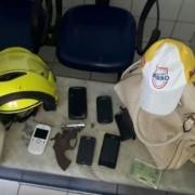 Pertences das vítimas de assalto a ônibus no Jacintinho foram recuperados e levados à Central de Flagrantes . Ascom Ronda no Bairro