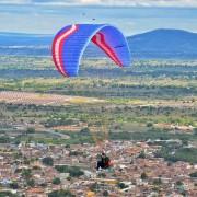 Sabiá realiza voo de parapente em Palmeira