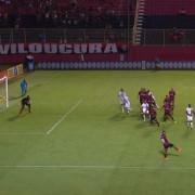 Éverton Ribeiro foi expulso injustamente no lance que resultou no primeiro gol do Vitória.